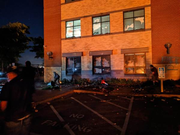 BREAKING: Mob Rioters Storm 3rd Precinct in Minneapolis – Set Fires – Police Retreat and Abandon Building! (VIDEO)