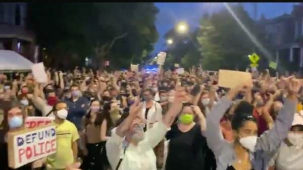 'F*ck Donald Trump!' – Protests Erupt Outside Chicago Mayor Lightfoot's Home (VIDEOS)