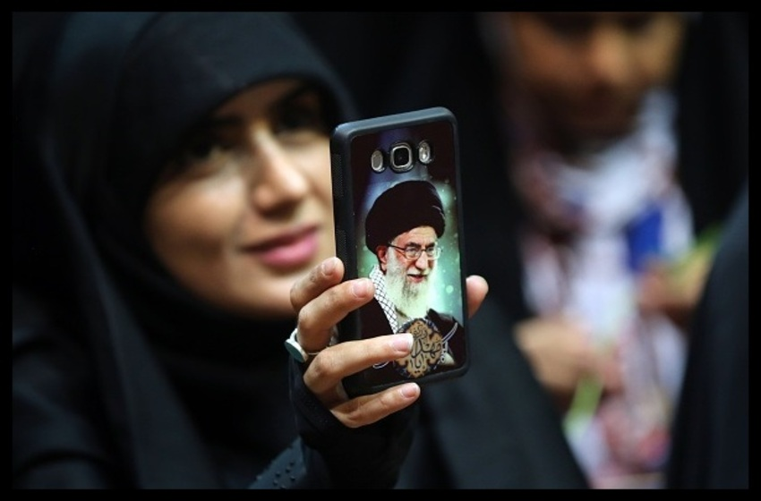 US is 'Satan,' Israel is its 'Chained Dog,' But Twitter Gives Ayatollah's Tweets a Pass
