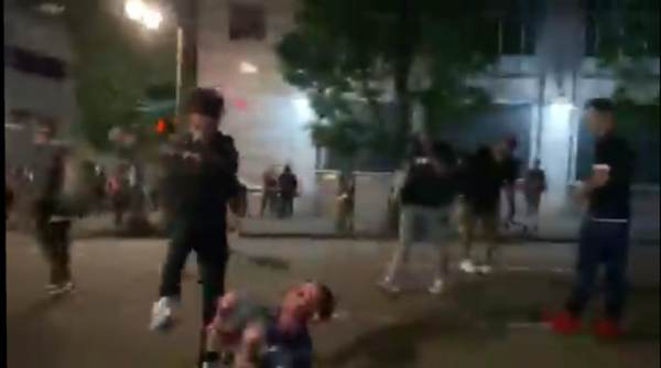 Antifa – Black Lives Matter Mob Brutally Attacks Man in Portland; Knocks Him Out Cold with Kick to the Head (Video)