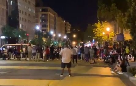 """""""I'm at the Point Where I Want to Burn the White House Down!"""" – DC BLM Protesters Threaten White House and Police Lives (Video)"""