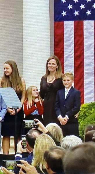 Photo of Amy Coney Barrett's Daughter Looking Up to Mom Melts Hearts