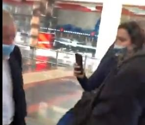 """""""I Won't Be Intimidated. I Can't Wait to Fill the Seat"""" – Lindsey Graham Confronted by Hostile, Unhinged Women as He Lands at DC Airport (VIDEO)"""
