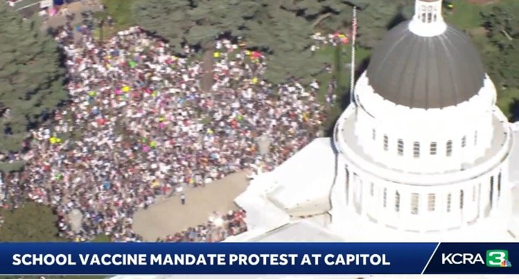 Thousands Gather at California State Capitol to Protest Newsom's School Covid Vaccine Mandate (VIDEO)